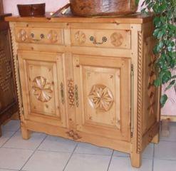 Fabrication artisanale de meubles en bois sculpt s au for Meuble queyras